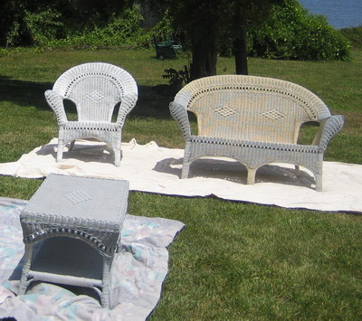 Spray_painting_furniture_01